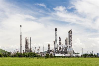 Refinery provides workers with total safety from decontamination - Case Study