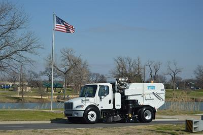 TYMCO - Model 600 - Street Sweeper