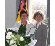 Vice Prime Minister Lemke presents economy award to Irene Scheidweiler of VECOPLAN