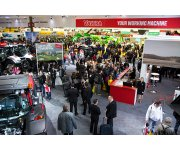 Valtra stand attracts crowds in Paris