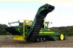 Model AR 4W - Self-Propelled Four-Row Trailer Harvester