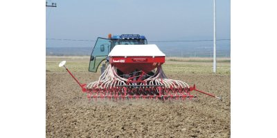 Model 3000, 4000 and 6000 series - 32 Row Pneumatic Grain Planting Machine